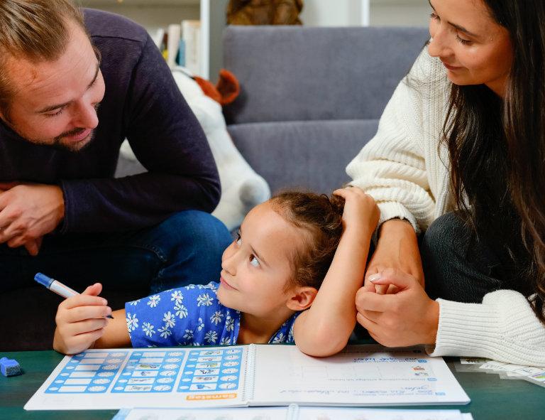 Wochenpaln für kluge Köpfe ist für Kinder in der Grund- oder Volksschule geeignet